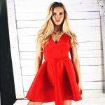 Czerwona sukienka z pianki bez rękawów