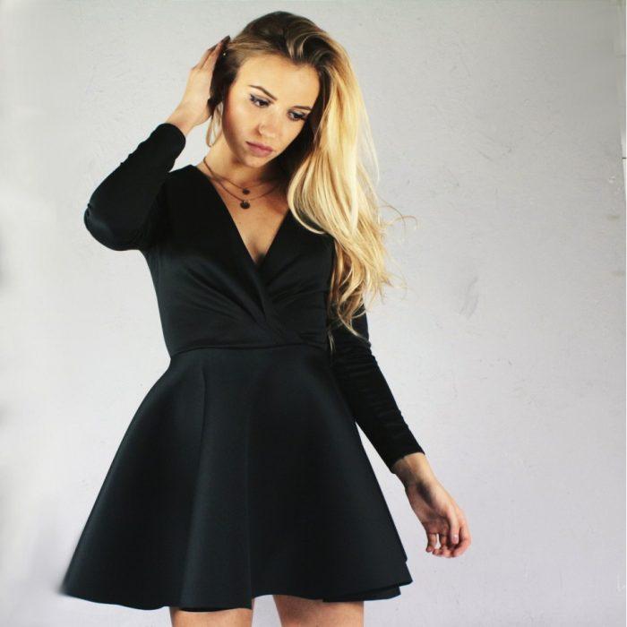 Czarna piankowa sukienka długi rękaw