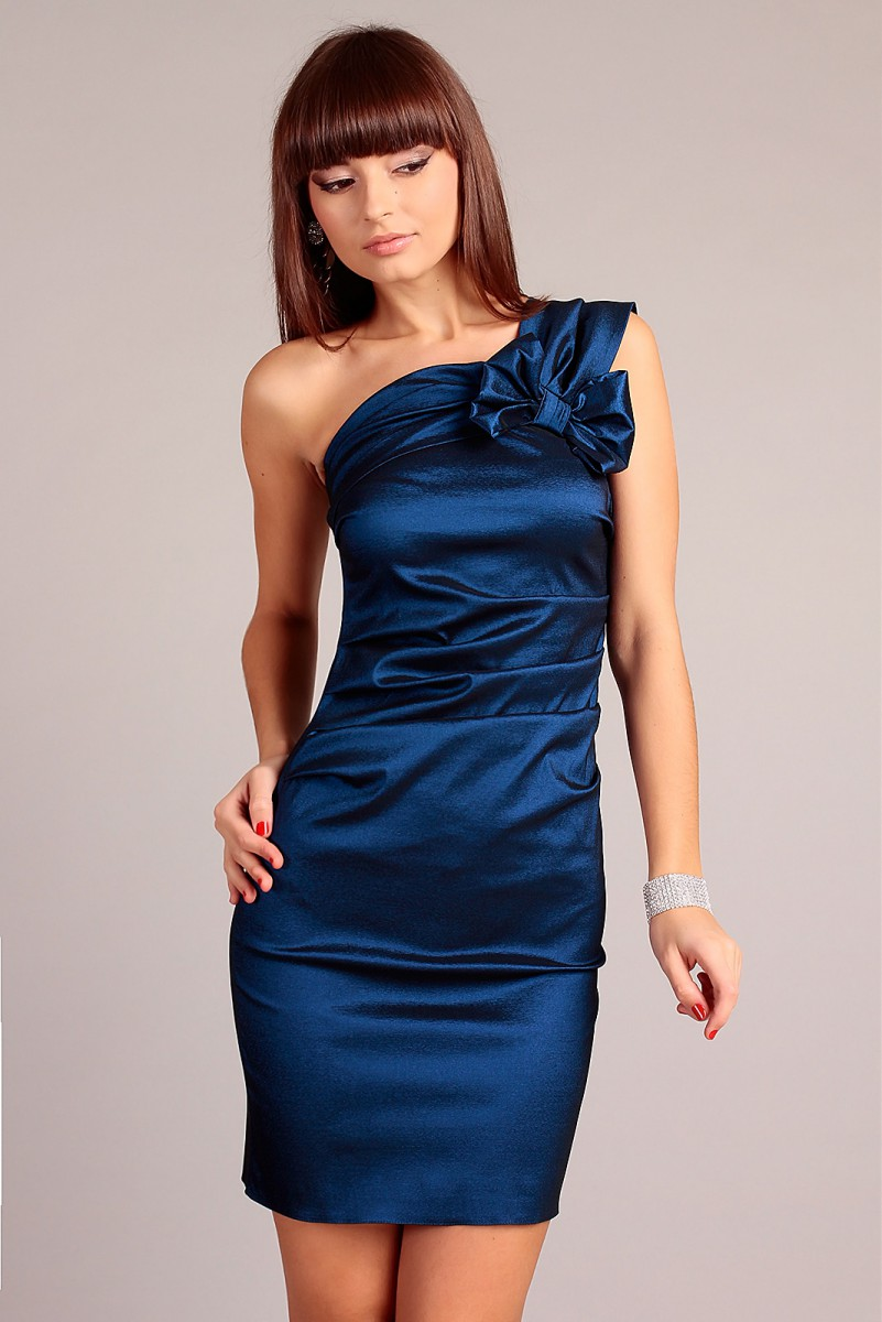 Granatowa sukienka wieczorowa jedno ramię