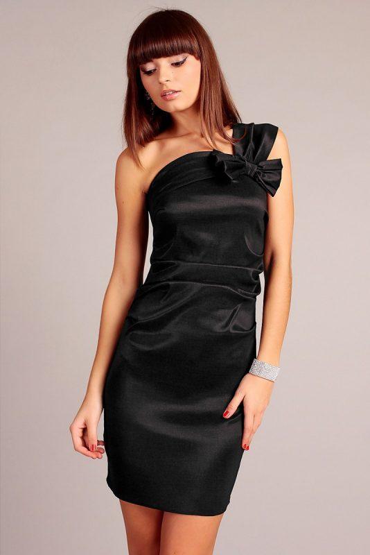 Czarna satynowa sukienka wieczorowa jedno ramię
