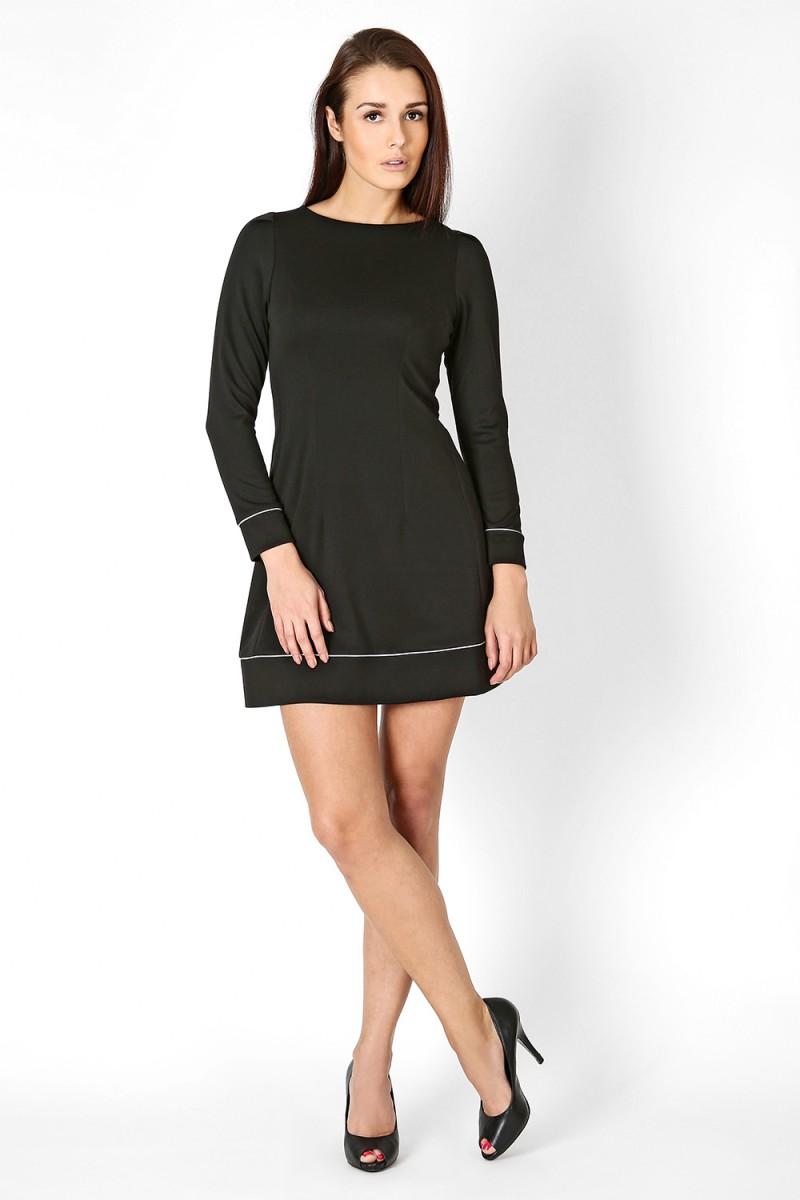Czarna sukienka trapezowa długi rękaw