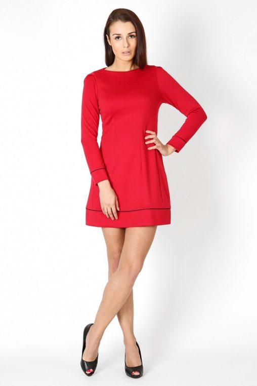 Czerwona sukienka trapezowa długi rękaw