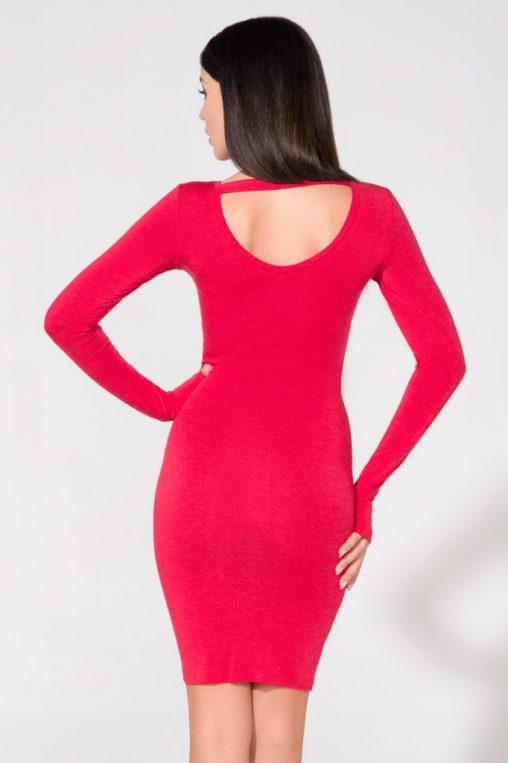 Czerwona sukienka z dzianiny wycięta na plecach