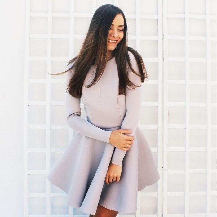 Szara sukienka z pianki rozkloszowana