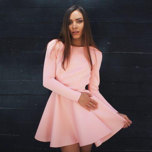 Piankowa sukienka rozkloszowana łososiowa