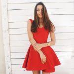 Rozkloszowana czerwona sukienka na ramiączkach