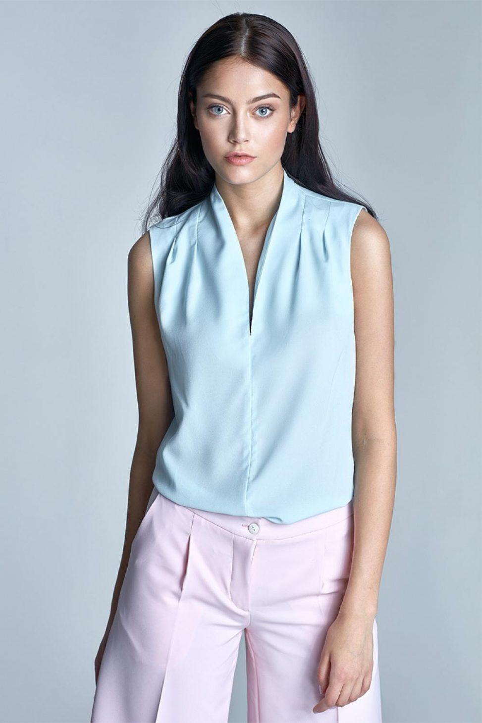 Błękitna letnia elegancka bluzka bez rękawów