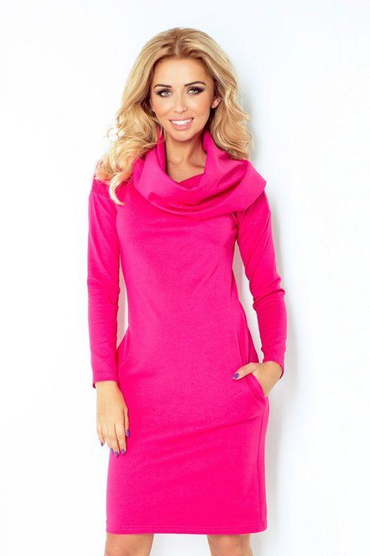Ciepła zimowa sukienka z golfem różowa