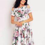 Sukienka z wyciętymi ramionami na wiosnę i lato