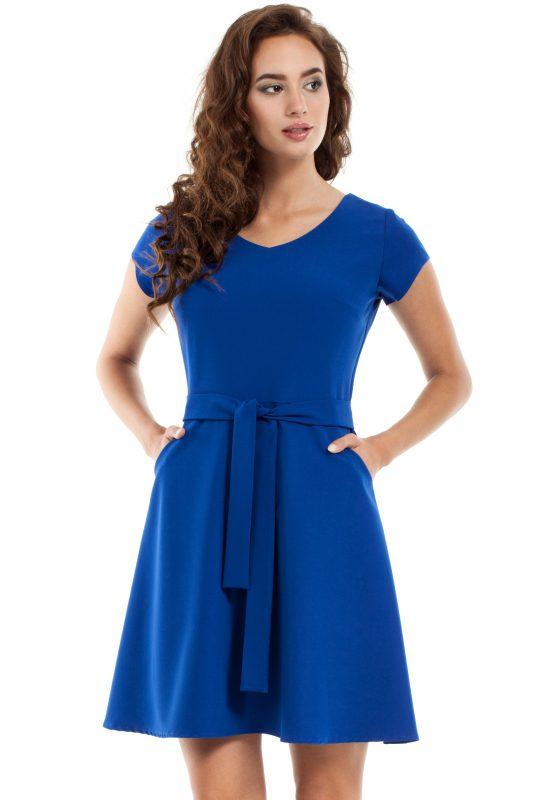 Rozkloszowana sukienka niebieska z paskiem