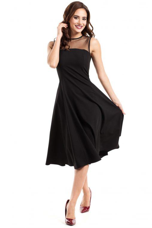 Czarna sukienka z tiulem w dekolcie rozkloszowana