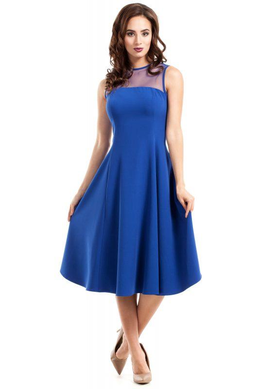 Niebieska sukienka z tiulem w dekolcie rozkloszowana