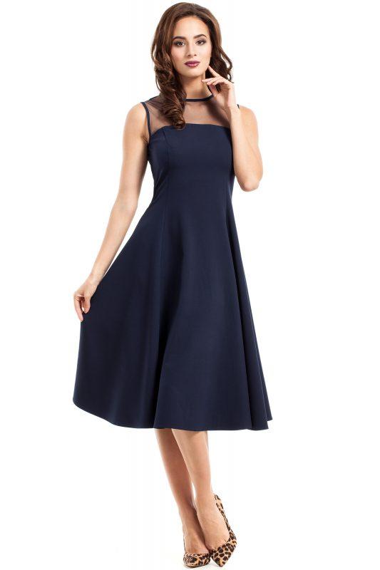 Granatowa sukienka z tiulem w dekolcie rozkloszowana