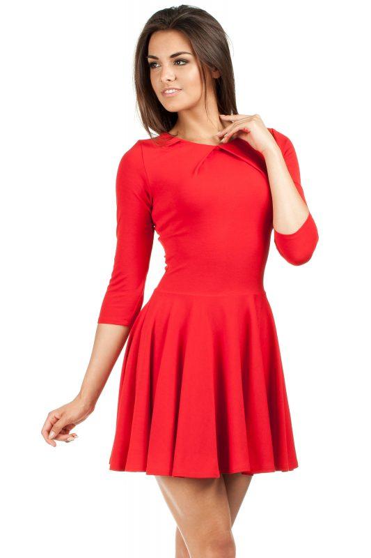 Czerwona sukienka młodzieżowa luźny dół