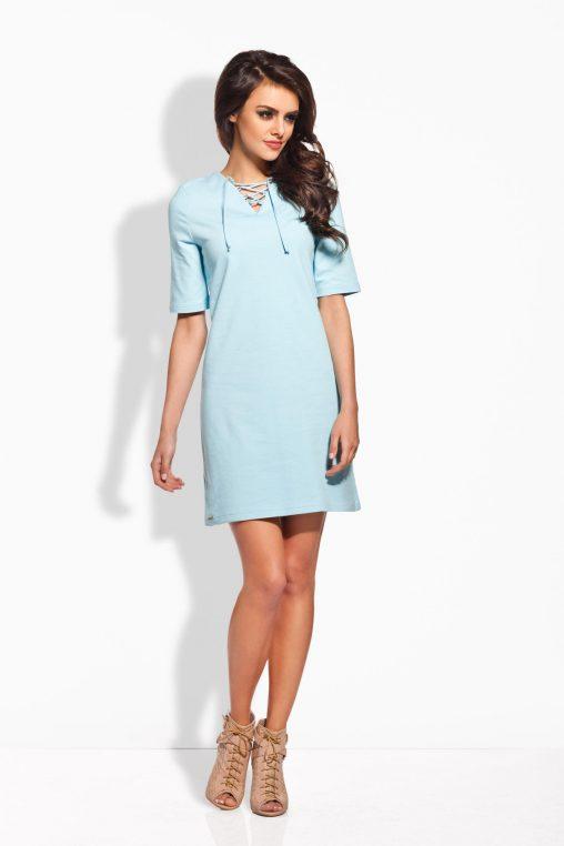 Błękitna sukienka ze sznurowaniem w dekolcie