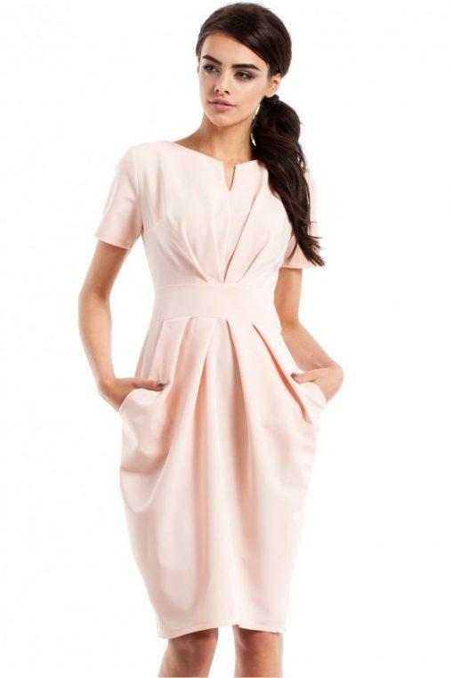 Drapowane sukienki na wiosnę - beżowa