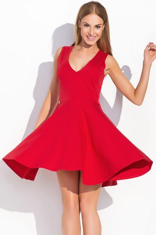 Czerwona sukienka rozkloszowana duży dekolt