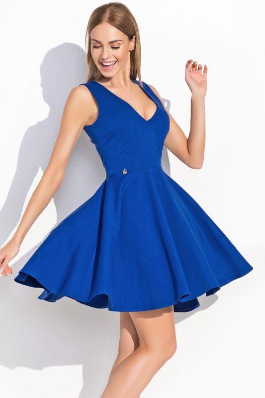 Niebieska sukienka rozkloszowana głęboki dekolt