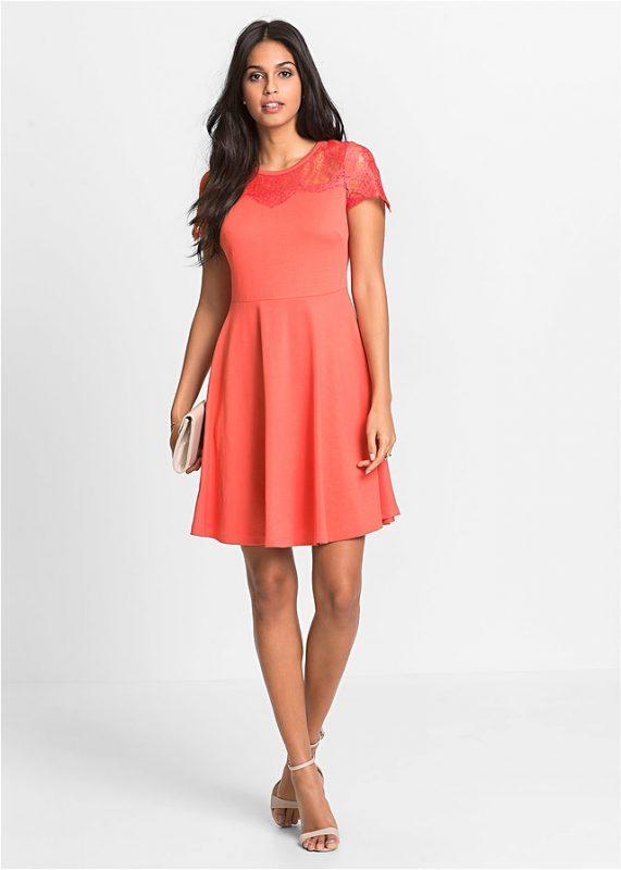 Różowa sukienka z dżerseju na wesele