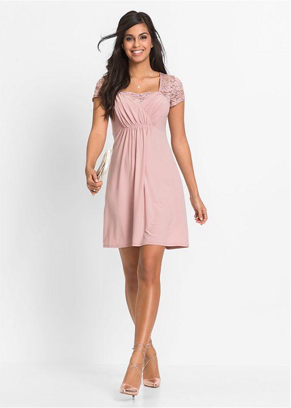 Różowa sukienka z koronką na plecach