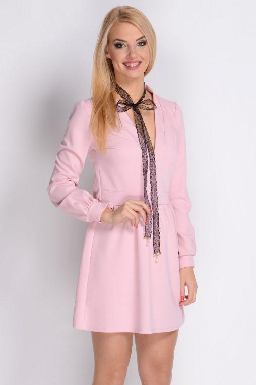 Różowa krótka sukienka z długim rękawem