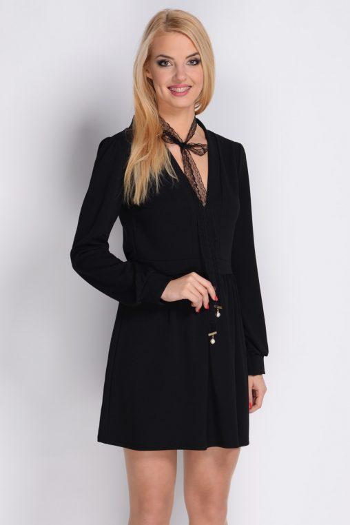 Czarna krótka sukienka na wiosnę