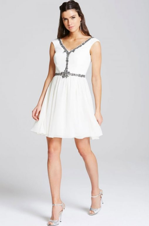 Biała sukienka koktajlowa na wesele