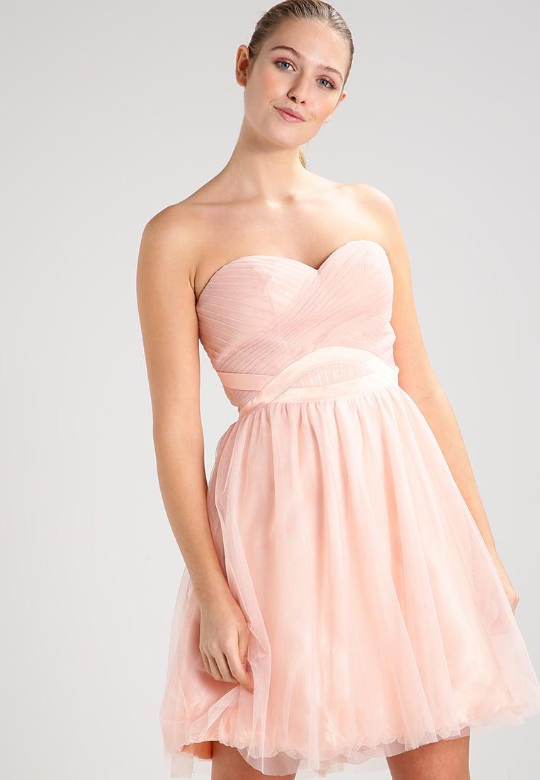 Koktajlowa różowa sukienka bez ramiączek