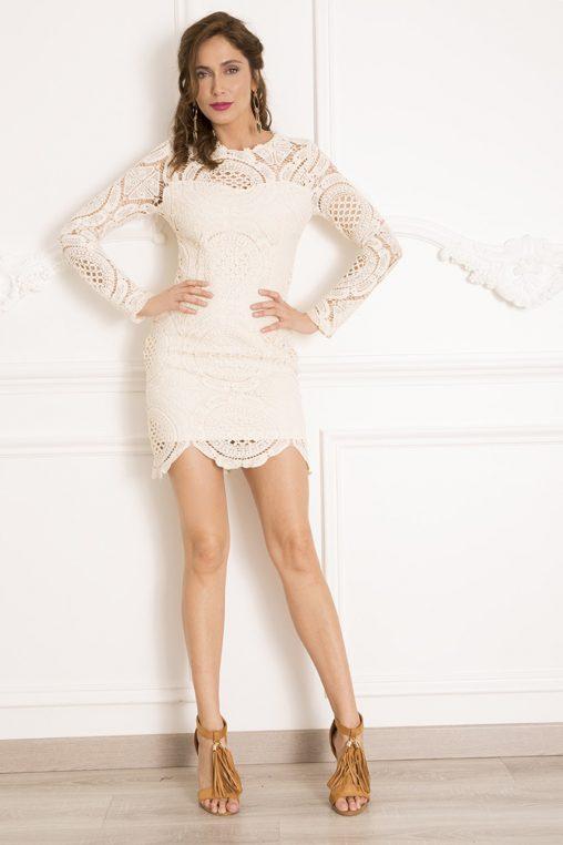 Kremowa koronkowa sukienka z długim rękawem