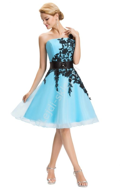 Błękitna sukienka gorsetowa z koronką
