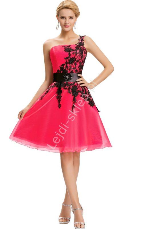 Różowa sukienka gorsetowa z koronką