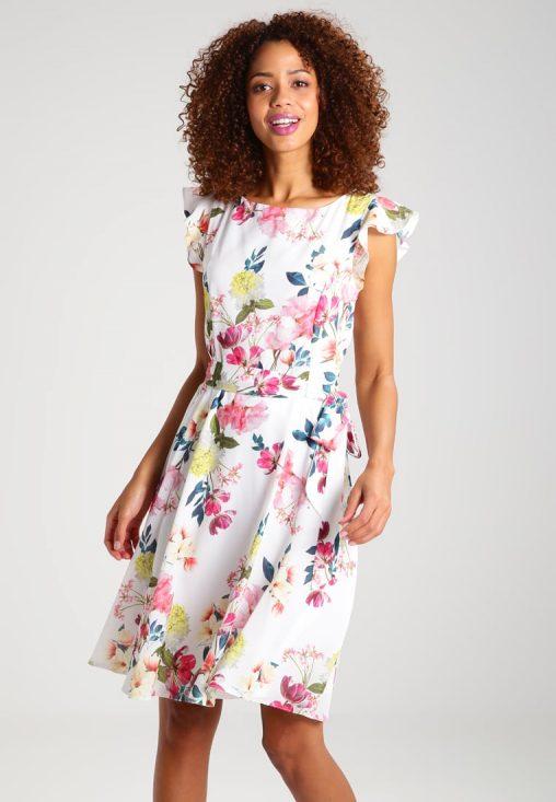Letnia sukienka w kwiaty długość do kolan