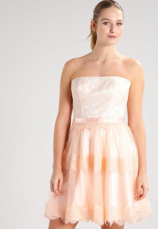 Koktajlowa sukienka bez ramion