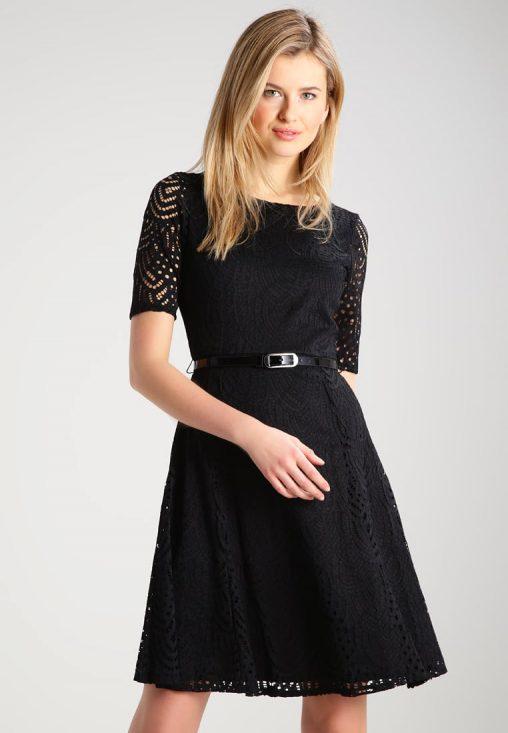 Koktajlowa czarna sukienka ażurowa