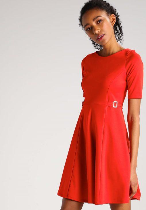 Czerwona rozkloszowana sukienka koktajlowa