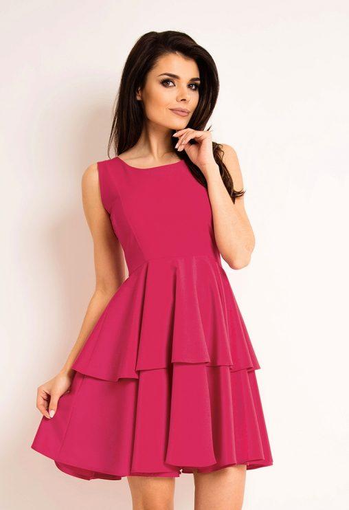 Różowa sukienka z falbanką letnia kreacja koktajlowa
