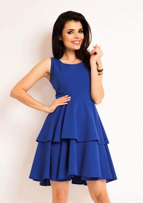 Niebieska sukienka z falbanką letnia kreacja