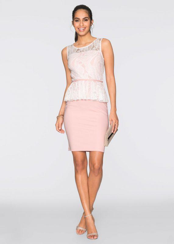 Różowa sukienka z baskinką elegancki styl