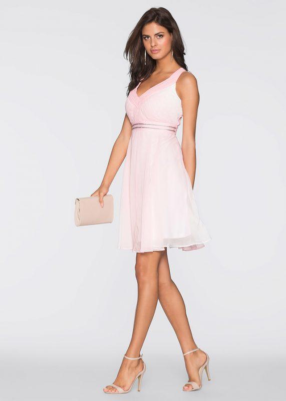 pudrowo różowa letnia sukienka