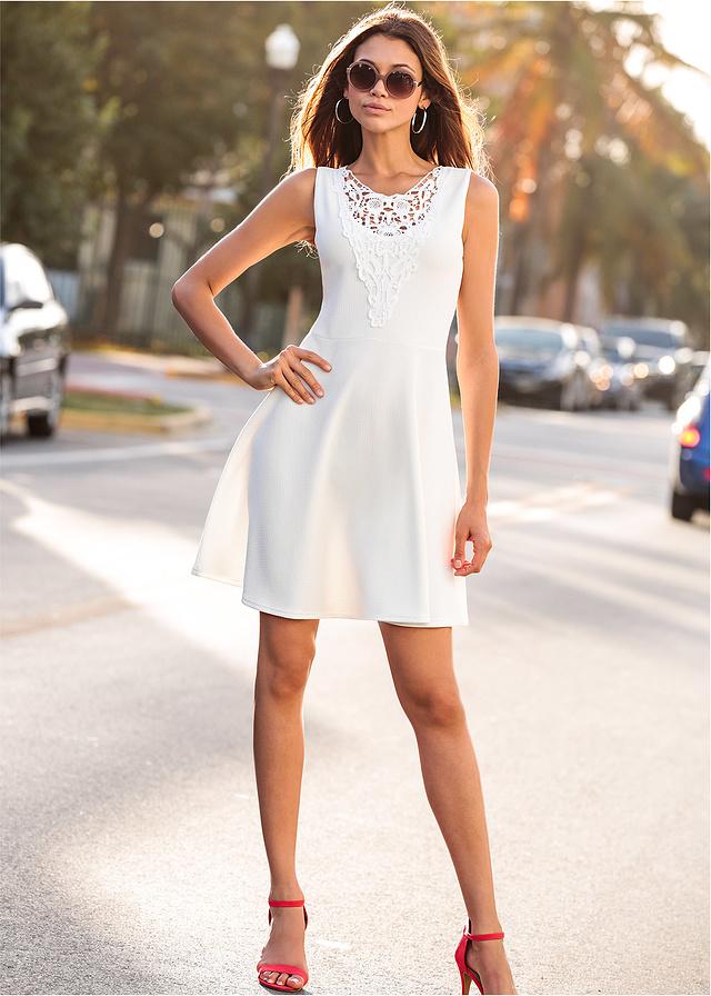 Biała letnia sukienka haft w biuście