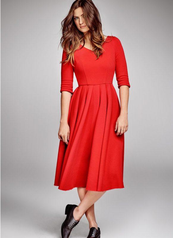 Koktajlowa czerwona sukienka za kolano