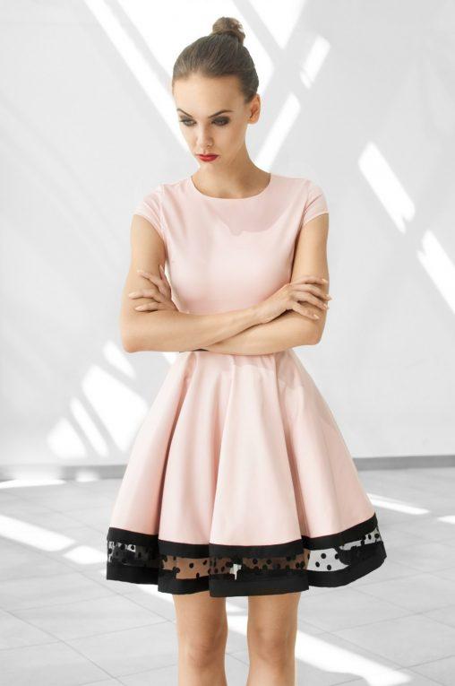 Rozkloszowana różowa sukienka koktajlowa
