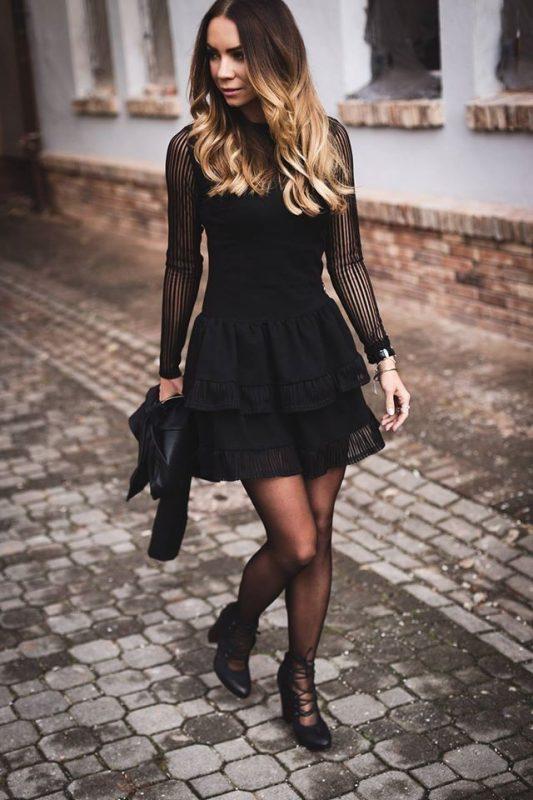 Czarna sukienka z falbankami rękawy z siateczki