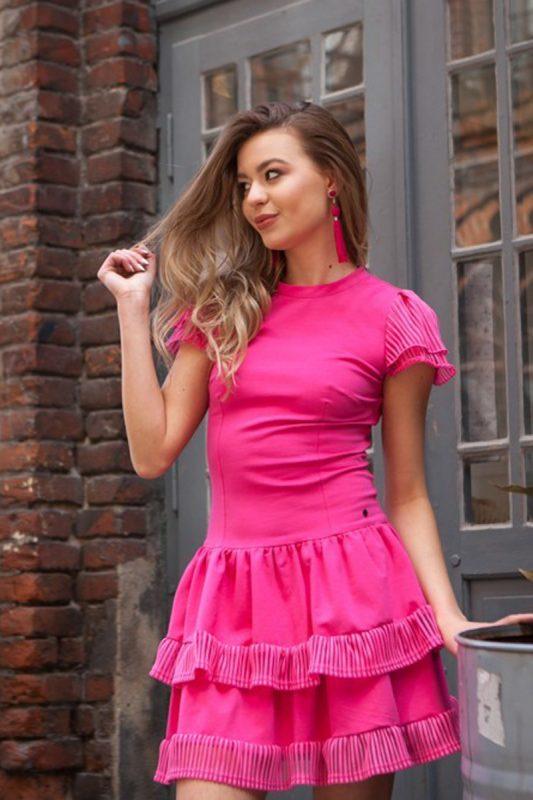 Różowa sukienka na lato falbanki