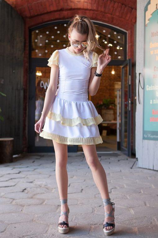 Biała sukienka na lato falbanki