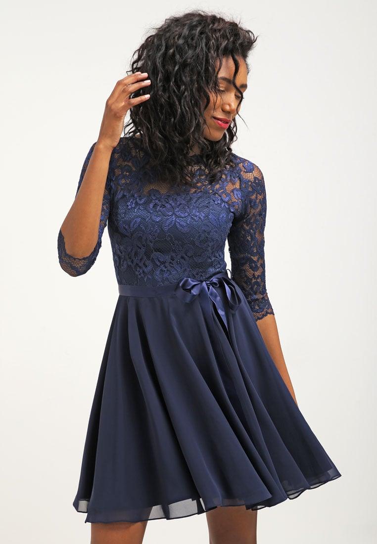 granatowa sukienka z koronką