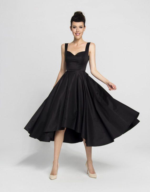 Czarna koktajlowa sukienka lata 50
