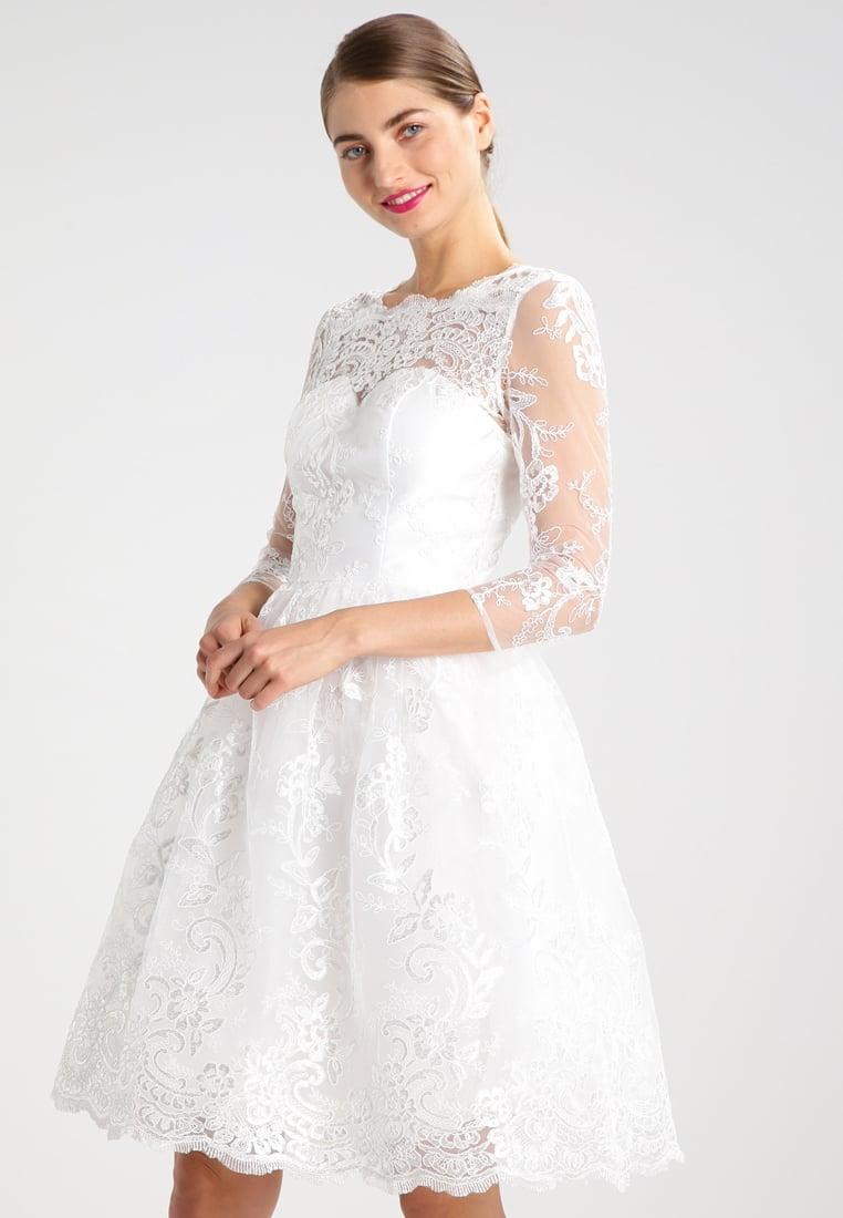 Biała sukienka balowa na przyjęcie