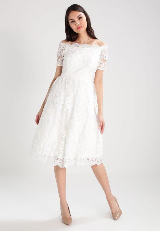 Koktajlowa biała sukienka z koronki