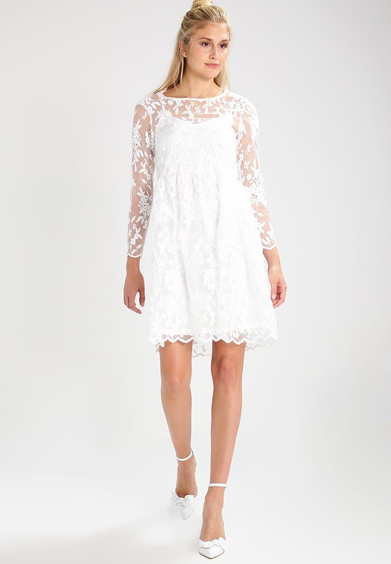 Letnia biała sukienka koronkowa
